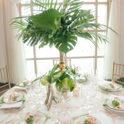 Wedding Table Arrangement Elegant Tropical Photo Shoot with MunaLuchi Bride